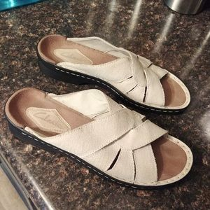 Clark's off white leather sandals sz 10